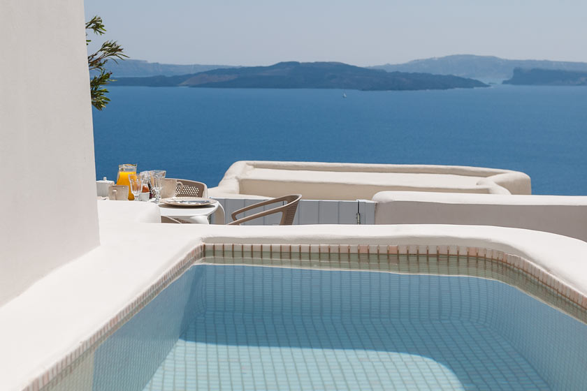 Villa Armonia  – the perfect accommodation for your vacations in Santorini (up to 5 persons)