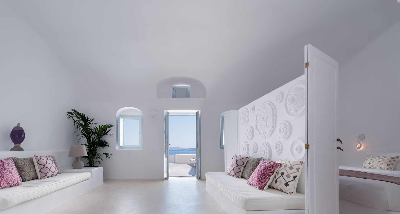 Interior of Villa Armonia in Oia Santorini – A superb cave house in Santorini